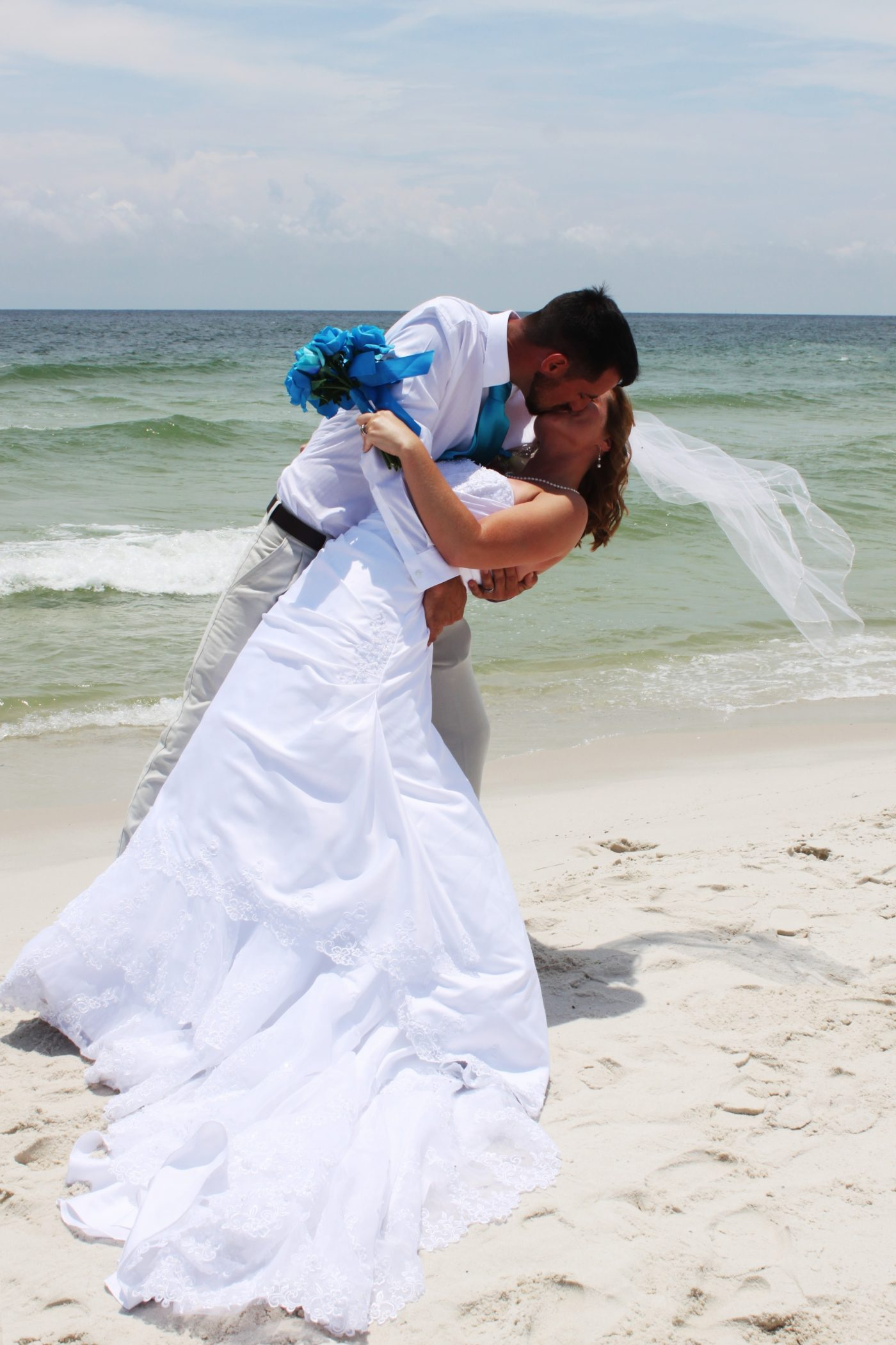 BEACH WEDDING ROMANCE