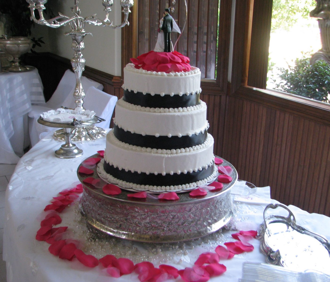 Classy Bride's Cake